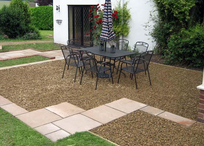 Patio design ideas mixed materials gravel patio patio for Patio materials