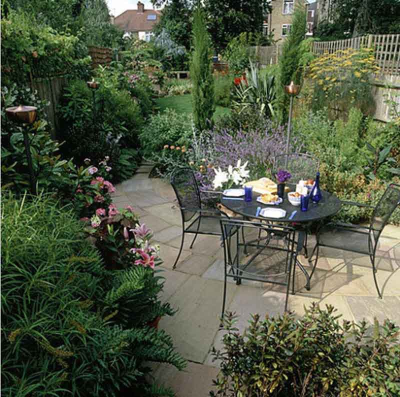 Design your own outdoor dining area garden design for living for Patio designs for small gardens