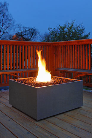 Design tips for adding fireplaces and fire pits into your outdoor space